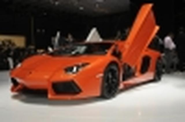 Lamborghini Aventador LP700-4 prosto z salonu w Genewie