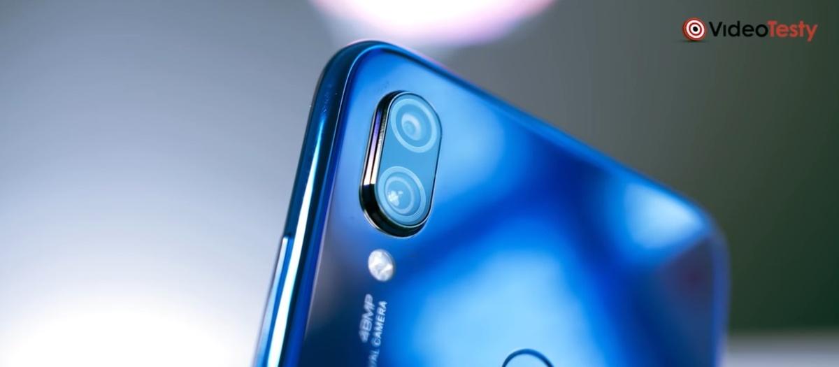 Smartfony do 700 złotych oferują wiele obiektywów z tyłu