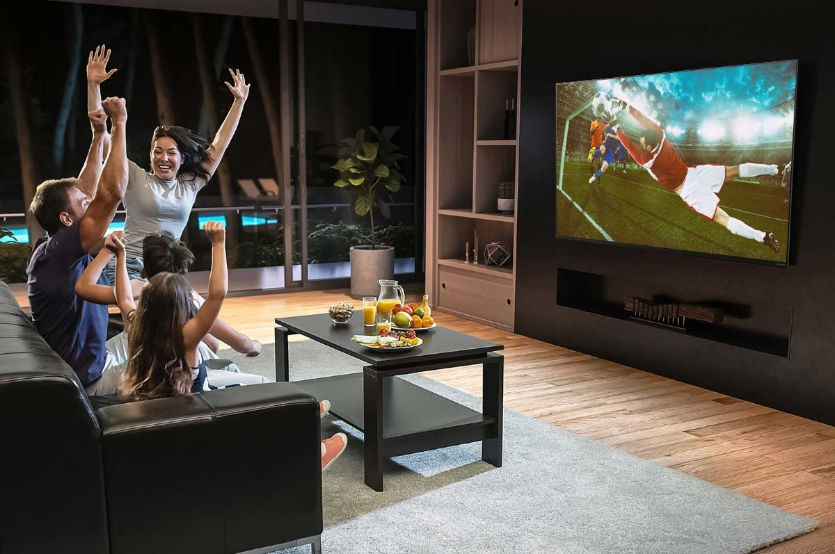 LG 55NANO867NA podczas oglądania sportu w salonie