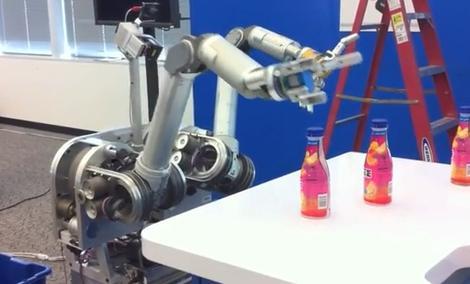 Robot-lokaj od Intela