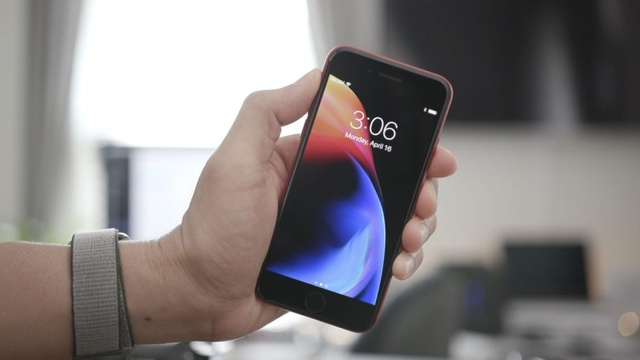 iOS 11.4 pożera baterię, a Apple milczy