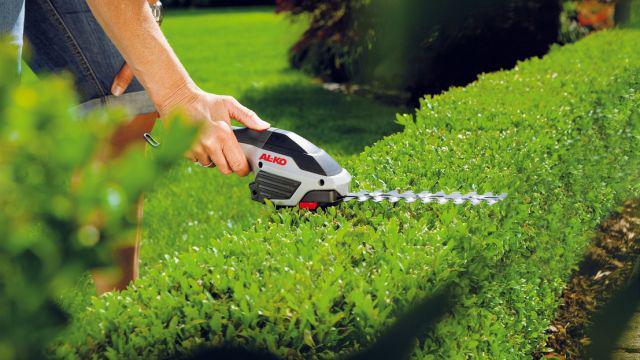 Niewielkie i wydajne nożyce akumulatorowe mogą ciąć trawę i żywopłot