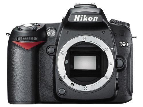 NIKON D90 (18-55 mm)
