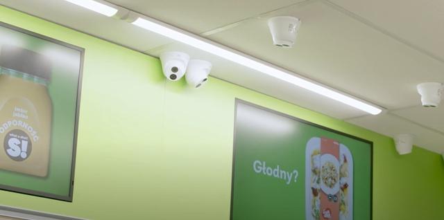 Żabka bez kasjerów korzysta z szeregu kamer (Fot. Materiały Własne Żabka)
