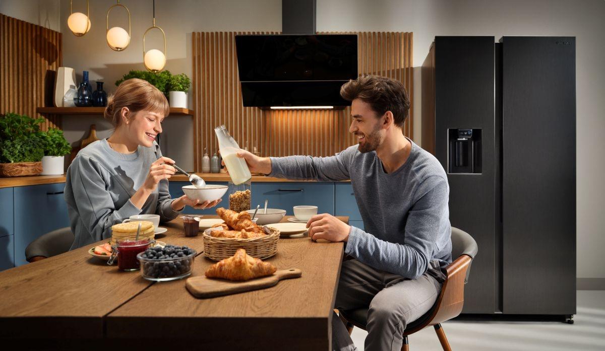 Pojemne lodówki Samsung Side-by-Side to dobre rozwiązanie dla dużych rodzin i osób, które przechowują wiele produktów w zamrażarce