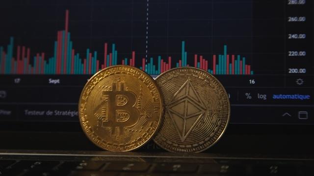 Bitcoin zalicza ogromne spadki i kryzys zaufania (Fot. Pierre Bothhiry)