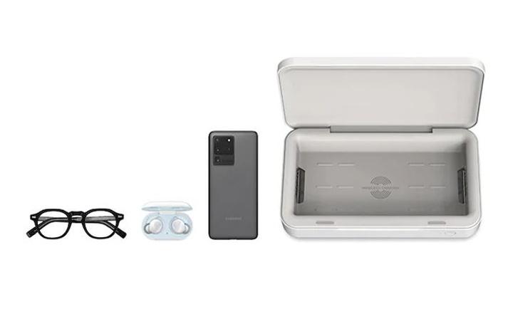 Nowa ładowarka Samsunga zdezynfekuje telefon