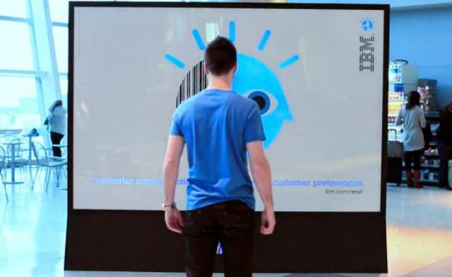 IBM – banner zdejmujący kolor