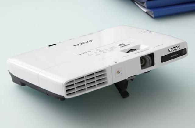Nowe mobilne projektory Epson EB-17xx z Wi-Fi