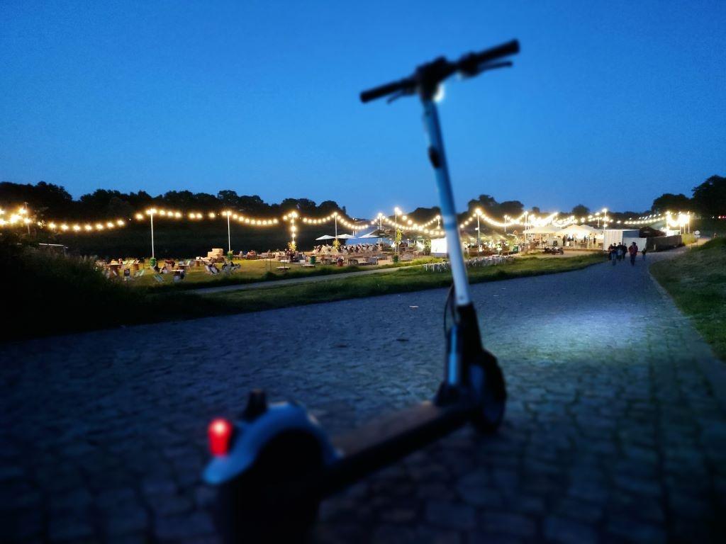 Redmi Note 10 Pro robi zadowalające zdjęcia w trybie auto nocą