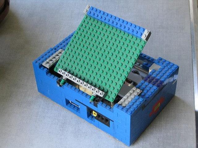 Konsola do gier z klocków lego