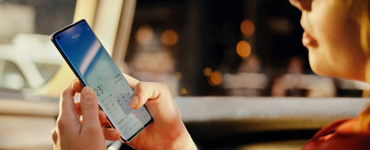 Ekran Oppo Reno4 Pro 5G zaoferuje maksymalną jasność 1100 nitów