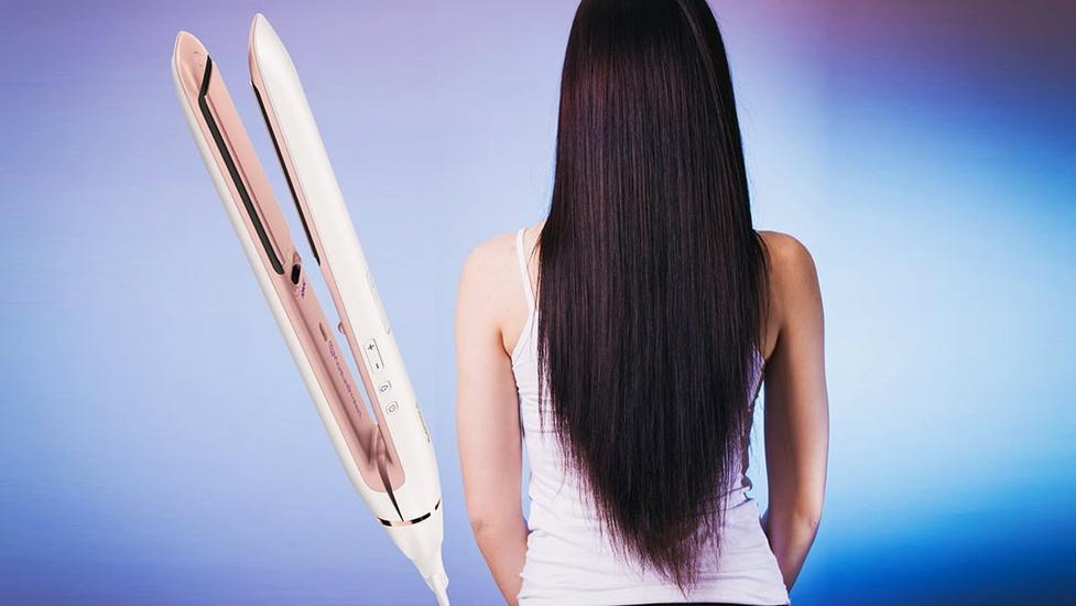 Jak bezpiecznie prostować włosy? Porady dotyczące metod prostowania