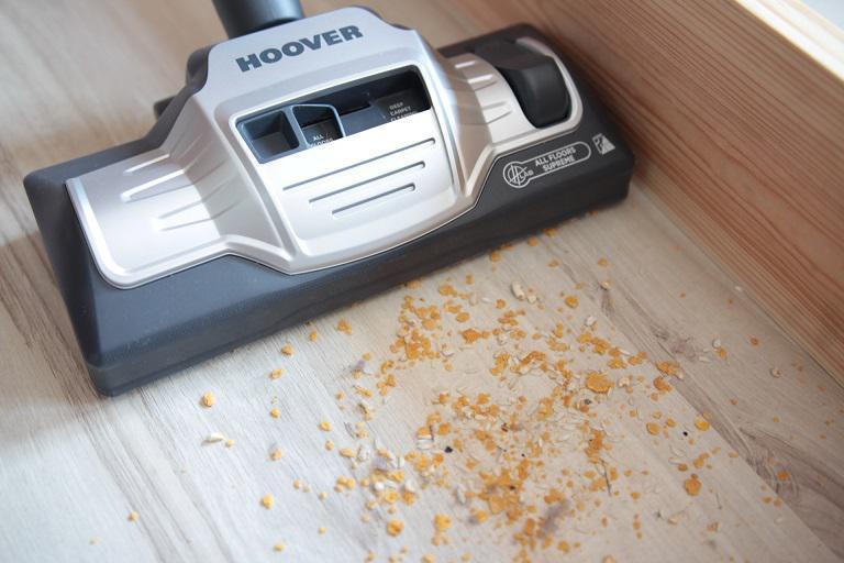 Test uniwersalnej końcówki Hoover - lita podłoga