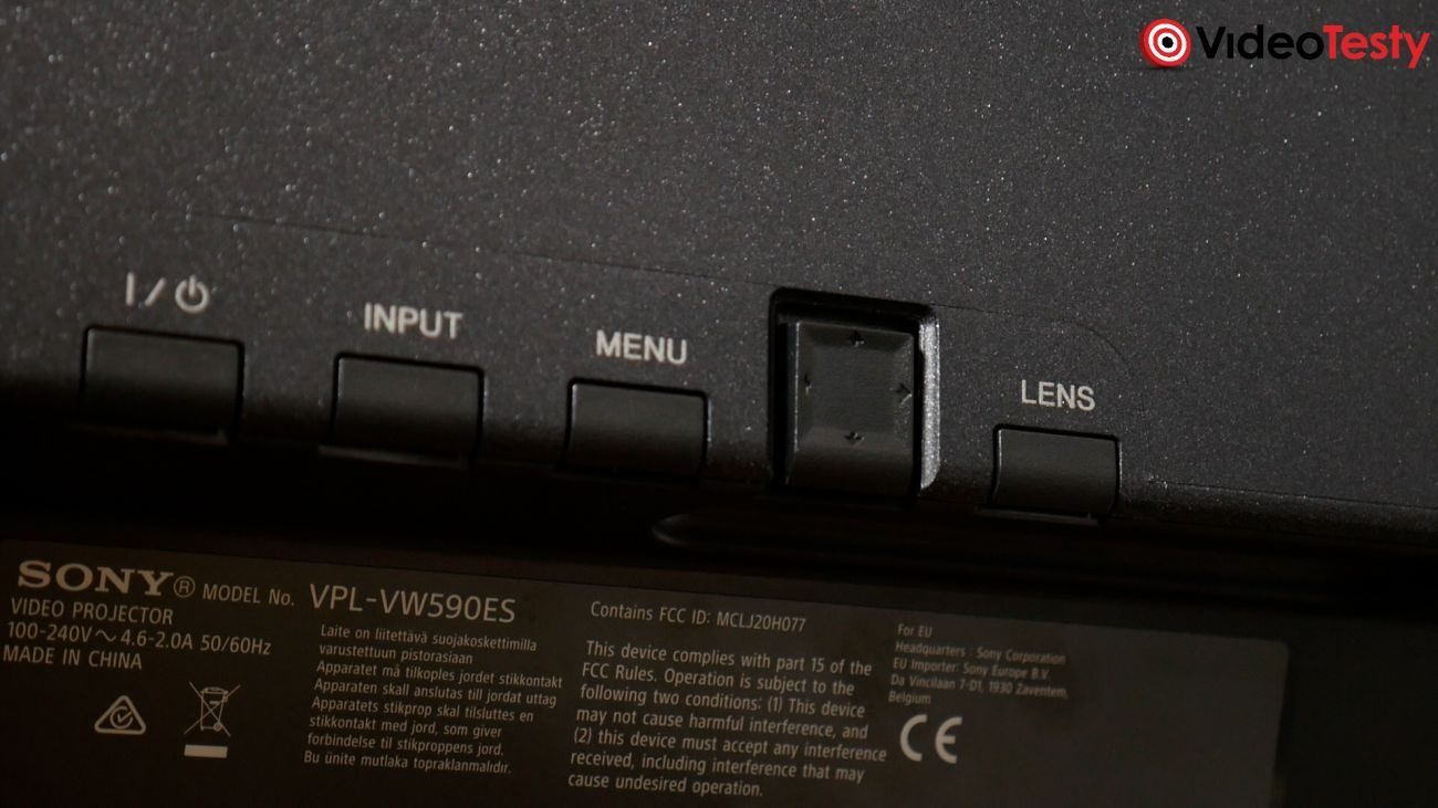 SONY VPL-VW590ES zestaw przycisków na obudowie