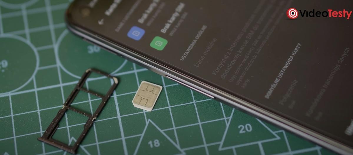 realme 8 5G posiada slot na dwie karty Nano SIM