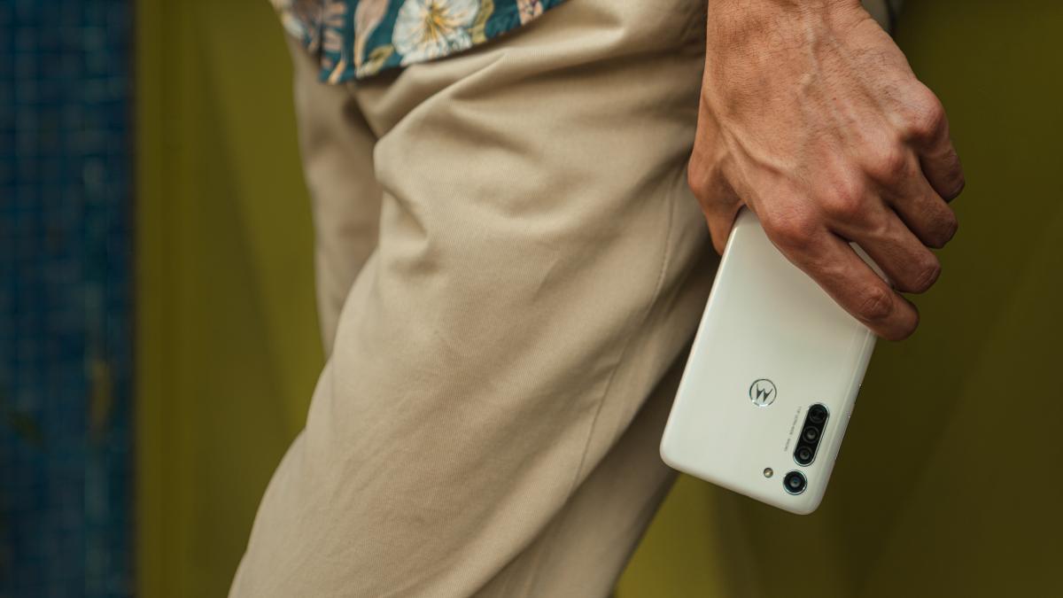 Motorola Moto G8 wystąpi w dwóch kolorach - białym oraz niebieskim