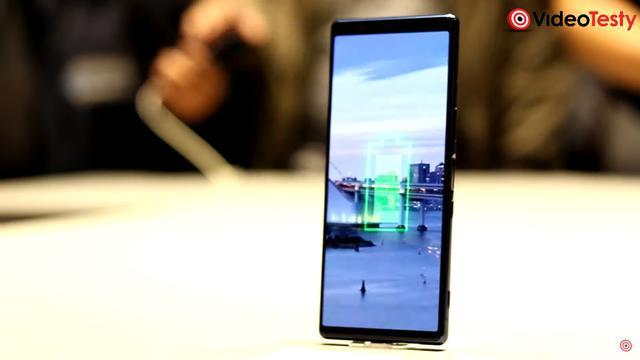 Sony Xperia 5 wygląda niemalże identycznie jak Xperia 1