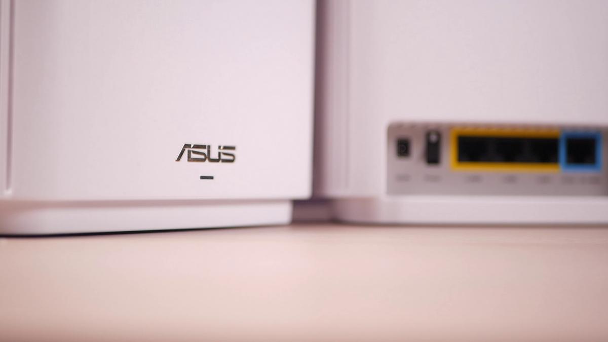 Asus ZenWiFi XT8 przód i tył