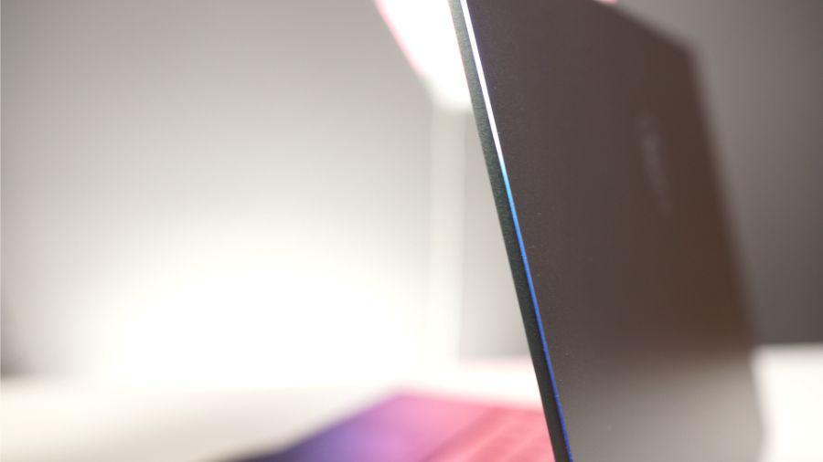MSI PS63 Modern - klapa matrycy