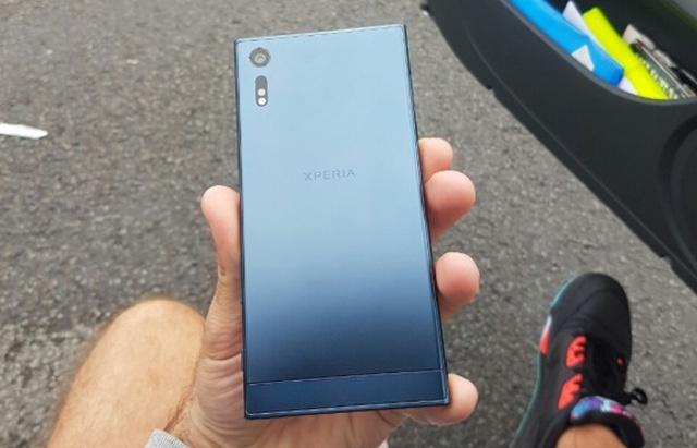 Sony Xperia Tył