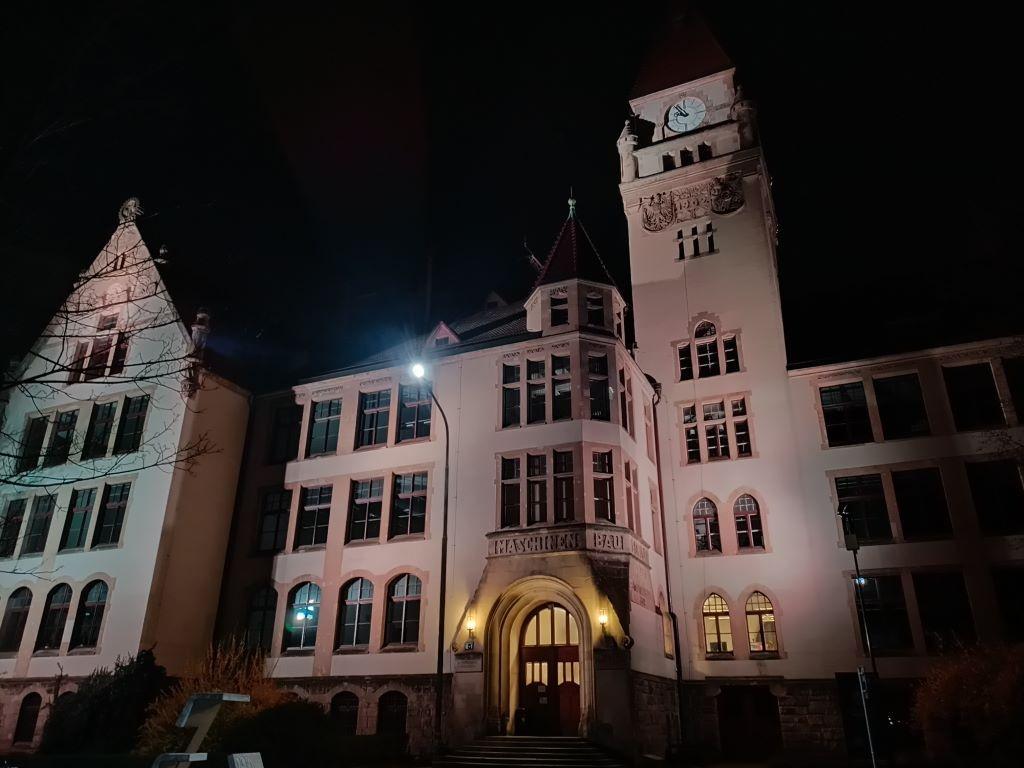 Tryb nocny dobrze działa na architekturę
