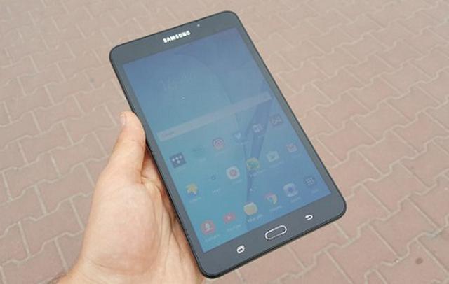 tablet z 7-calowym ekranem