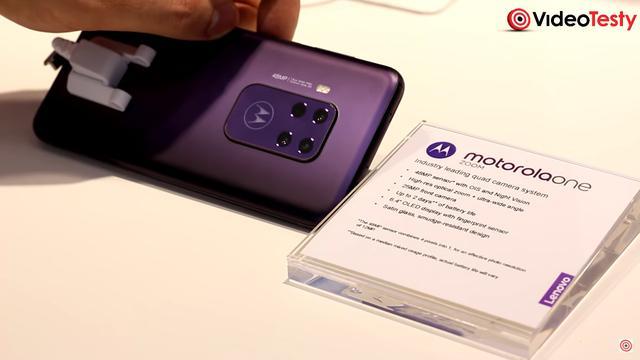 Motorola One Zoom to jeden z tańszych telefonów z czterema aparatami z tyłu