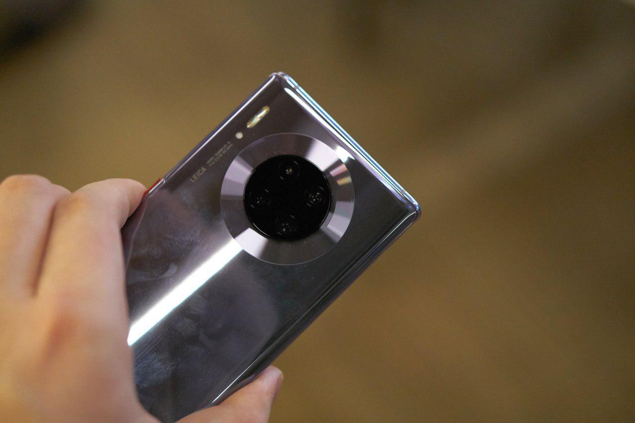Huawei Mate 30 Pro może nieco przytłaczać rozmiarem
