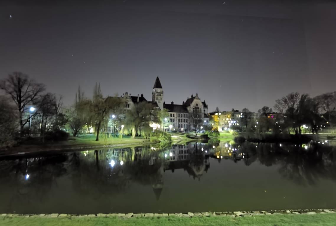 Tryb ultraszeroki nocą pozwala zrobić dobre zdjęcia