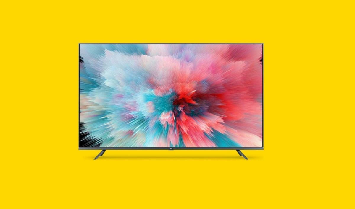 Xiaomi Mi TV 55S na żółtym tle