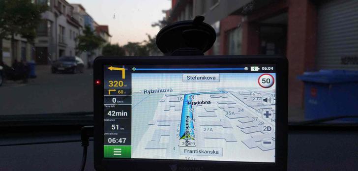 Jedno urządzenie, które zastąpi GPS, rejestrator jazdy i tablet!