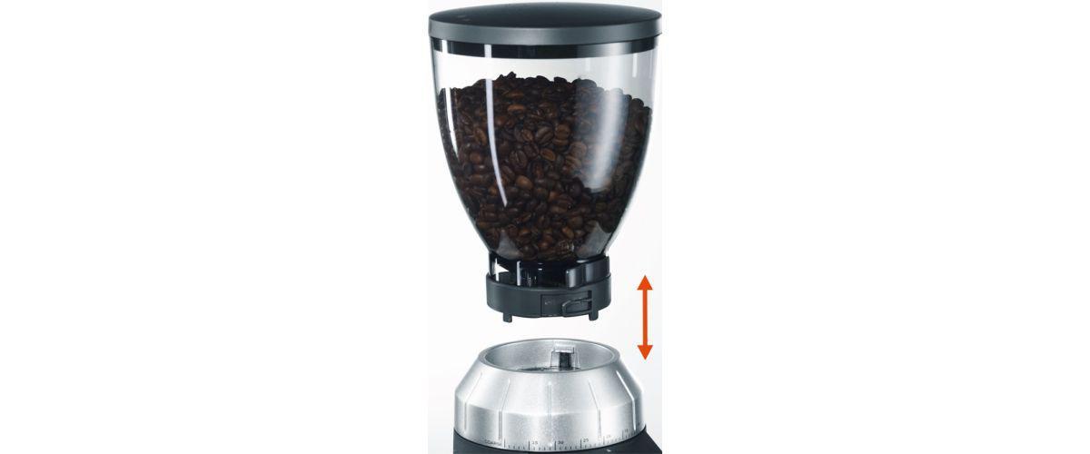 wyjmowany zbiornik na kawę w młynku elektrycznym