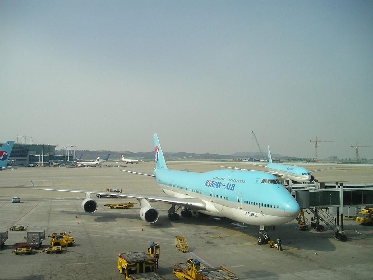 Samolot Korean Airlines na lotnisku