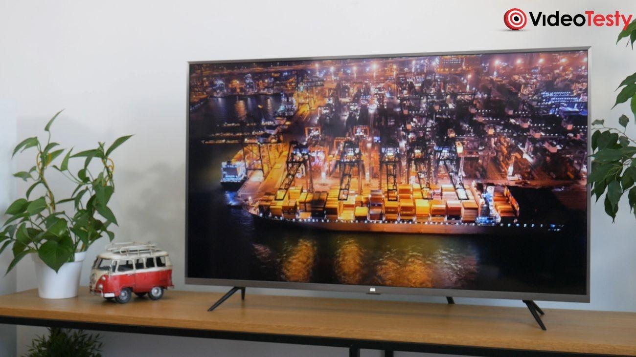 Test Xiaomi Mi TV 4S 43 cale - design telewizora stojącego na biurku