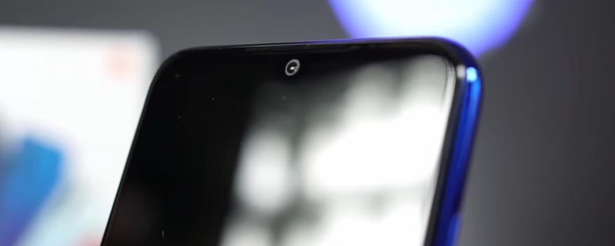 Redmi Note 8T posiada niewielkie wcięcie na aparat