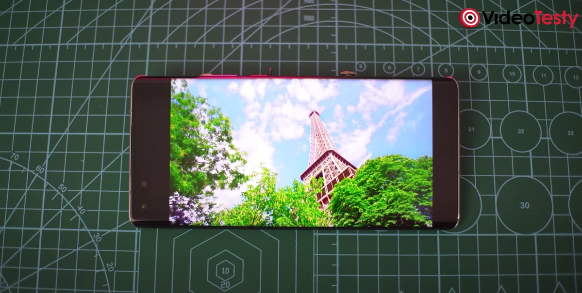 Ekran Huawei Mate 40 Pro jest gorszy od bezpośredniej konkurencji