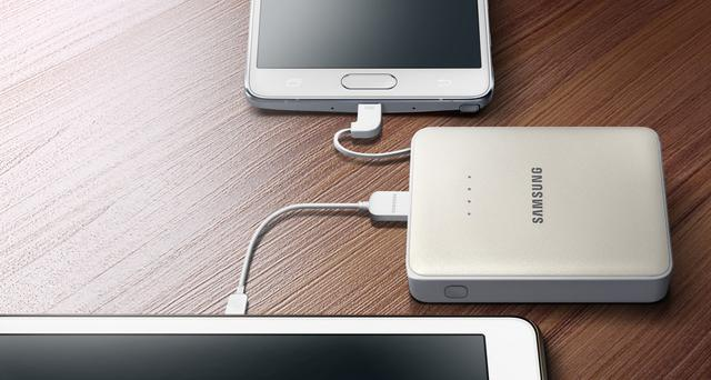 Samsung 8400mAh (EB-PG850BWEGWW) ładowanie dwóch smartfonów