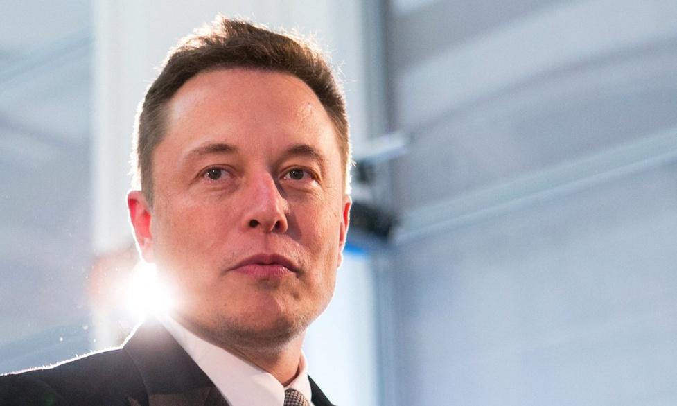 Chip łączący mózg użytkownika ze smartfonem na pokazie Elona Muska