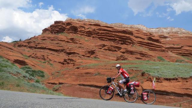 Ekspedycja rowerowa po Australii z HTC U11