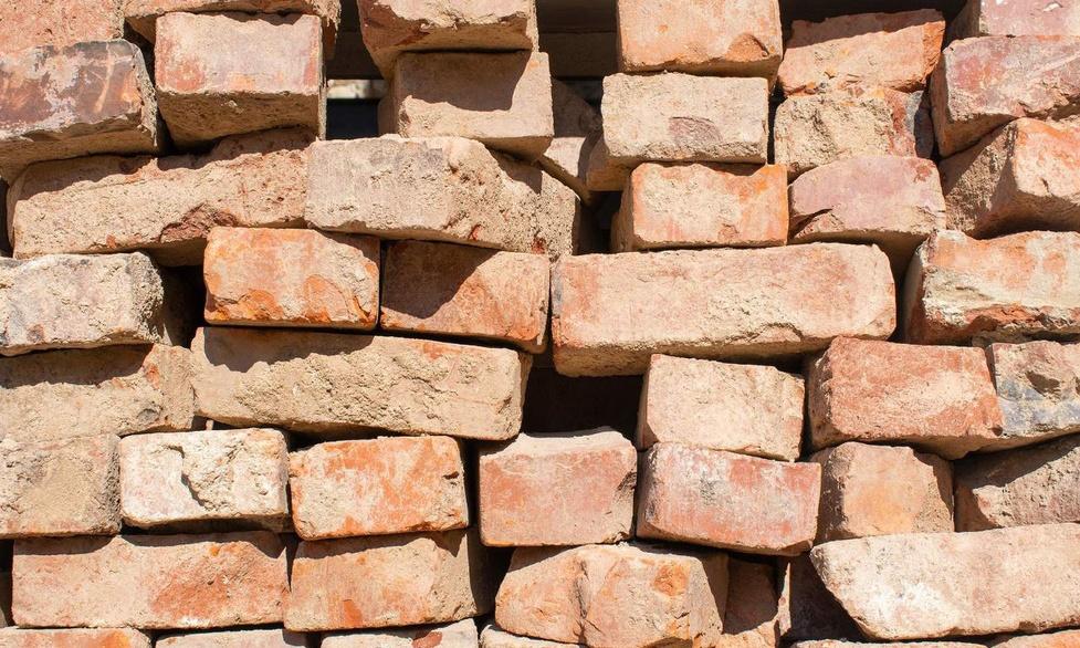 Naukowcy zamienili zwykłe cegły w baterie