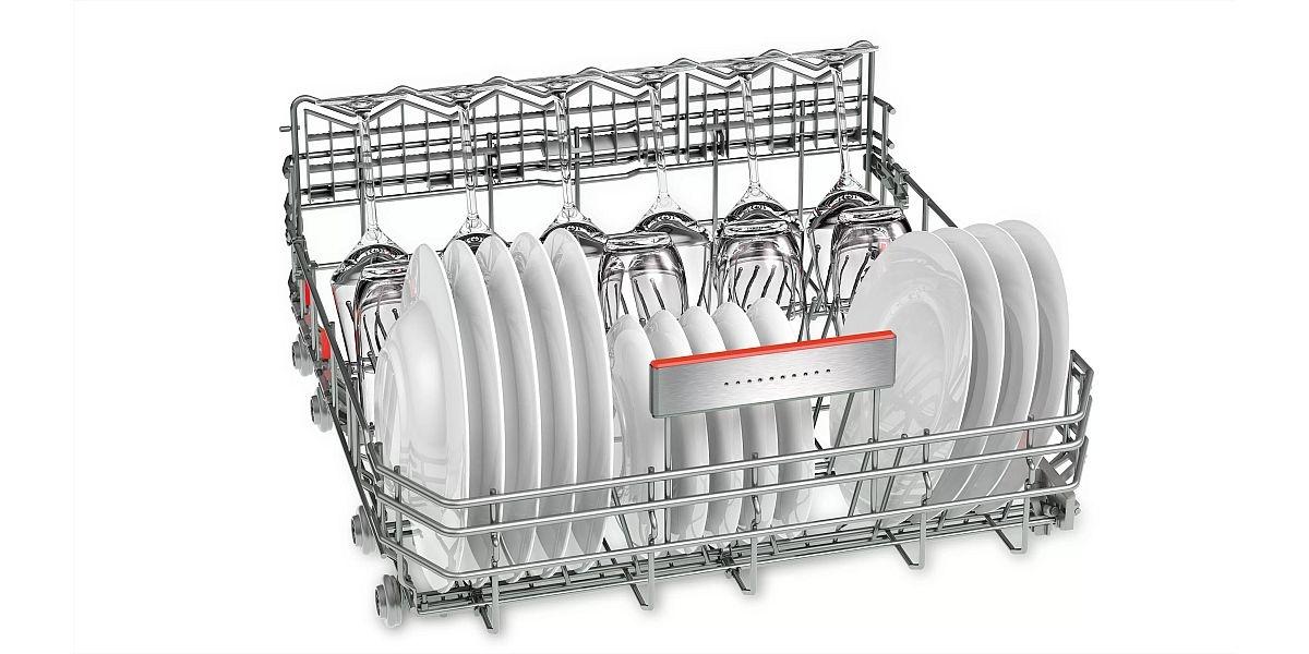 naczynia umyte w zmywarce