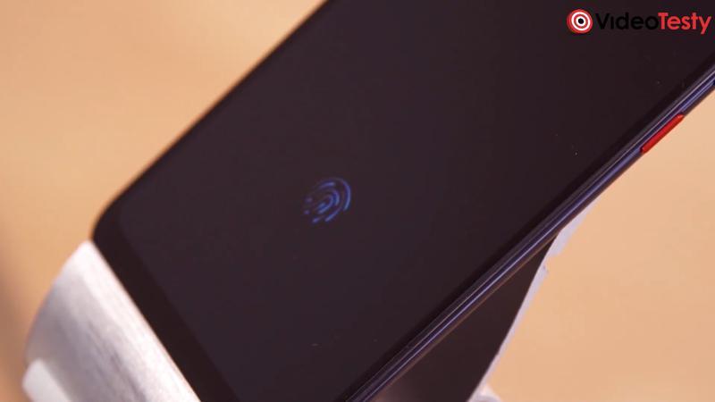 Mi 8 Pro ma czytnik linii papilarnych pod ekranem
