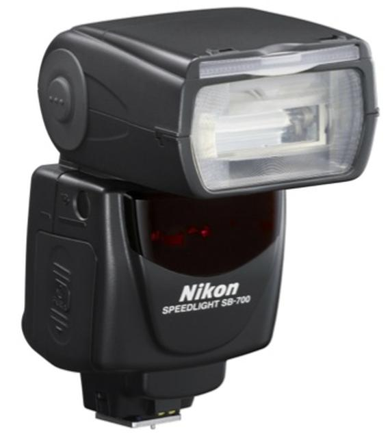 Nikon SB 700 - lampa błyskowa
