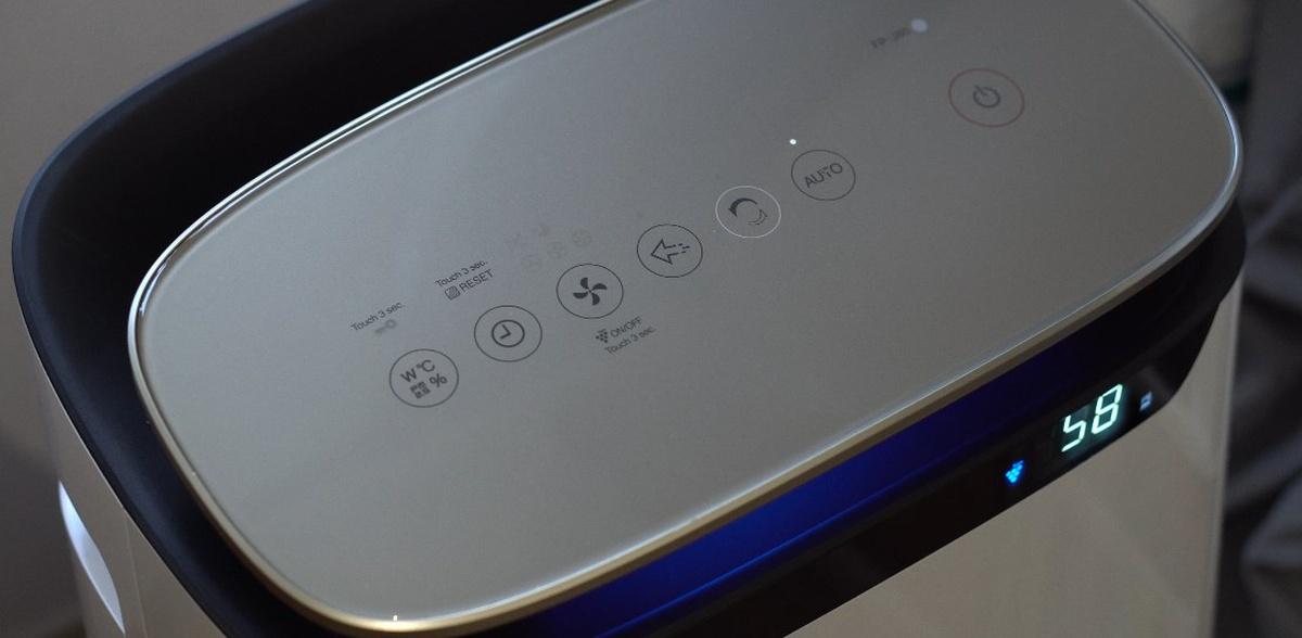 Sharp FP-J80EU-W posiada panel dotykowy z subtelnie zaznaczonymi przyciskami