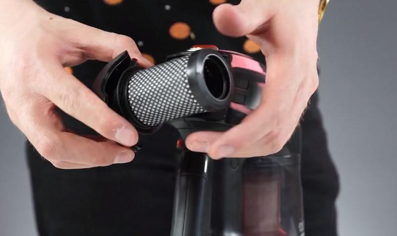 W Hoover HF13RXL filtr wylotowy jest zmywalny
