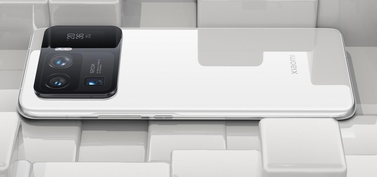 Xiaomi Mi 11 Ultra szokuje wielką wyspą aparatów