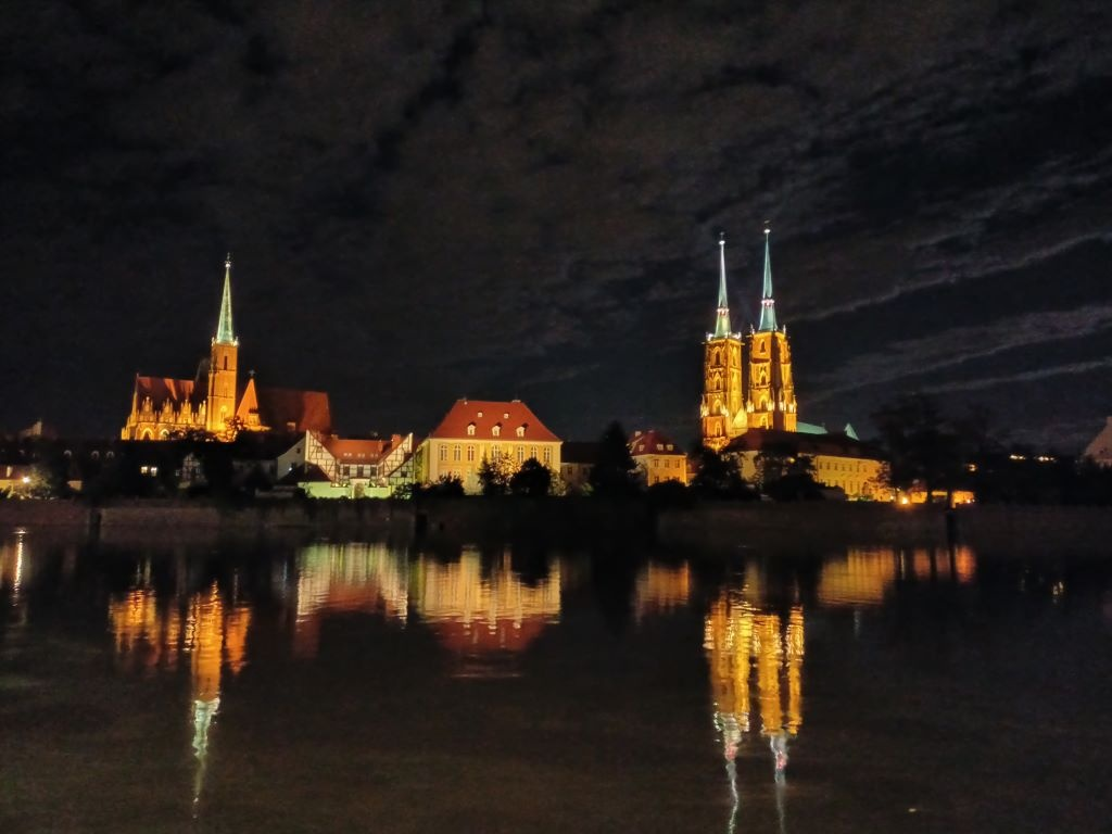 realme 7 - zdjęcie znad rzeki w trybie nocnym