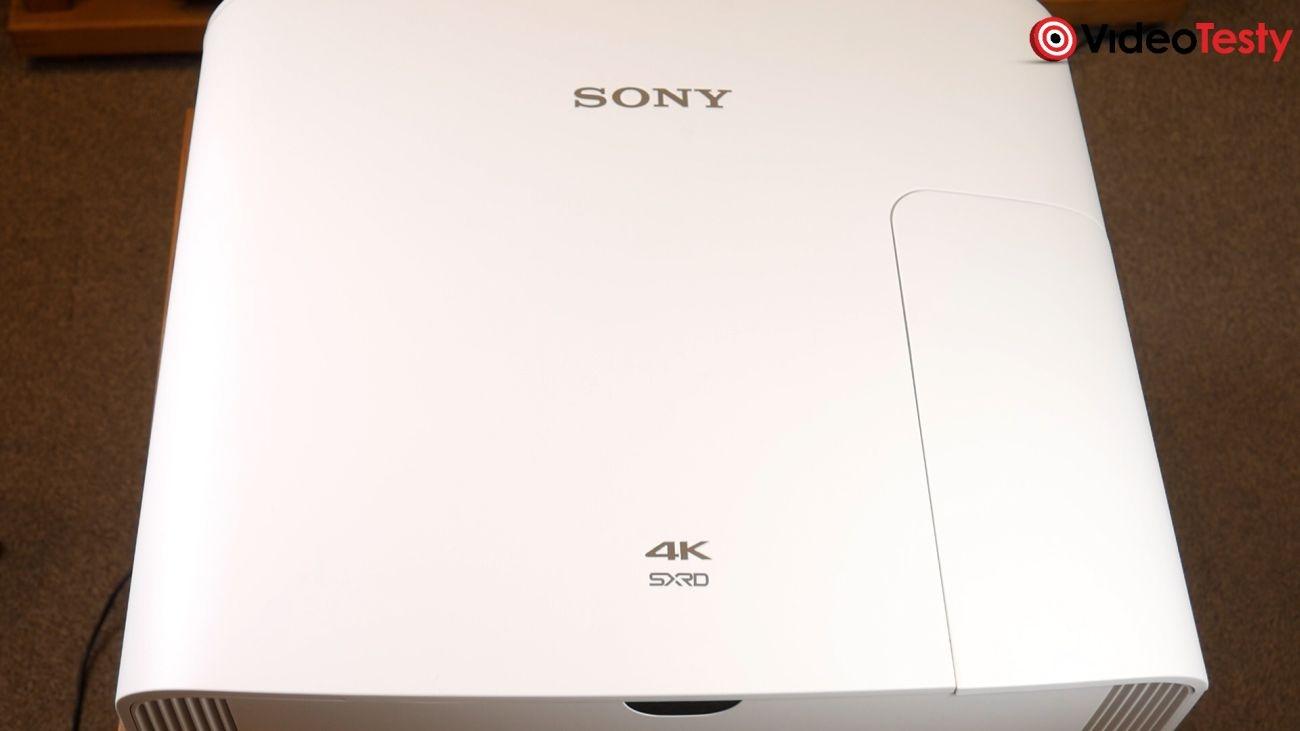 Projektor Sony VPL-VW290ES widok obudowy od góry