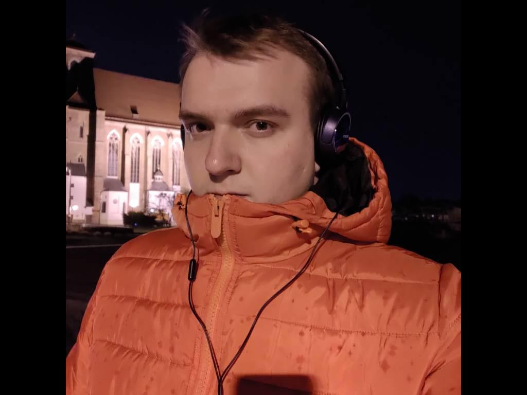 Asus ROG Phone II - selfie w słabym oświetleniu